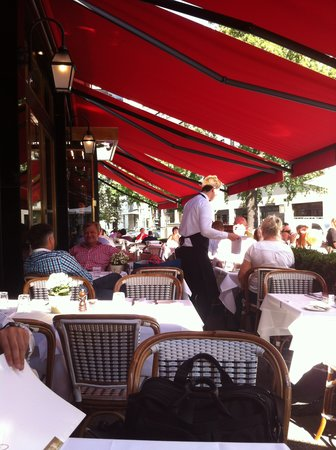 Reinhard's am Kurfurstendamm: atmosphere like cafe fde flore