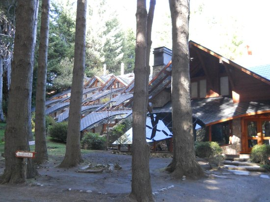 Casa del Bosque Aparts & Suites: Entrada al complejo CDB