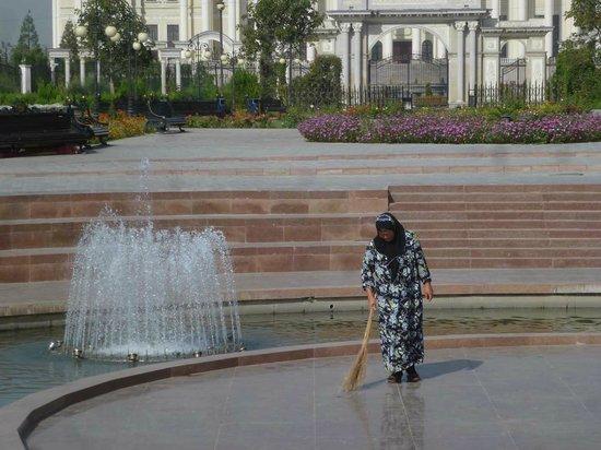 Rudaki Park: Springbrunnen überall