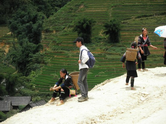 Vietnam Nomad Trails - Day Tours: ethnic minority girls and the tour guide