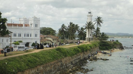 Galle Fort Lighthouse: half way towards the shade under the tree
