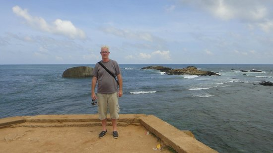Galle Fort Lighthouse: ocean views & cool breeze