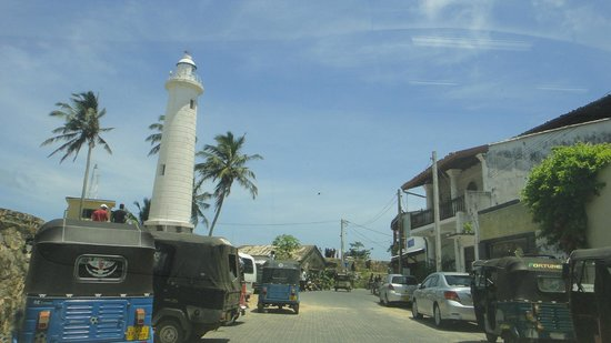 Galle Fort Lighthouse: lighthouse & street view