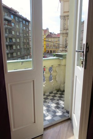 Royal Court Apartments: Loved the tiny balcony!