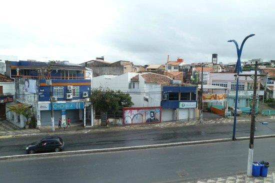 Hotel Praia da Sereia: vista da avenida em frente