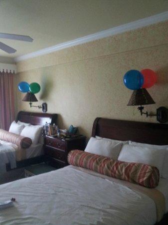 โคโคปาล์ม รีสอร์ท: Balloons decorated bedroom