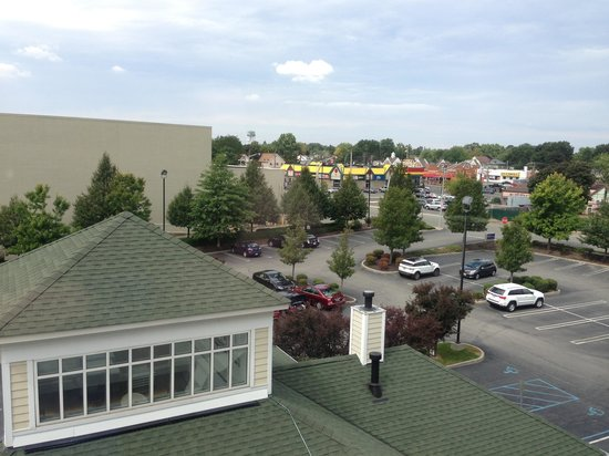 Hilton Garden Inn Westbury: Nathan's (yellow roof) is within walking distance.