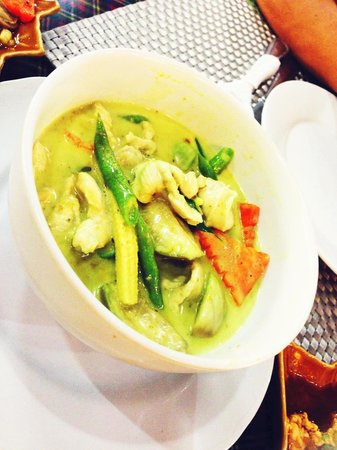 Royal Tandoor: Thick green curry