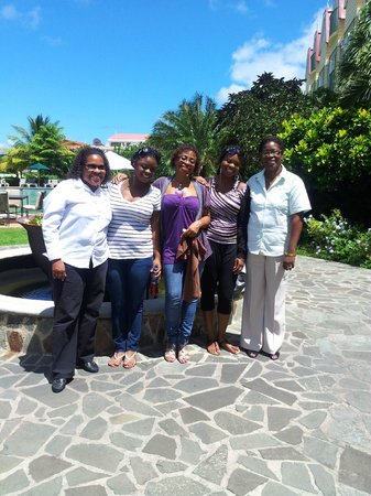 Coco Palm Resort: Farewell photo with Coco Palm management