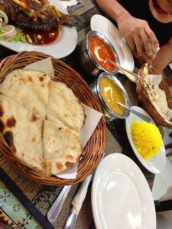 Royal Tandoor: Garlic/cheese naan