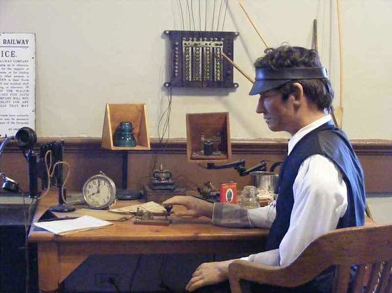 Huntsville Depot Museum: A display of a railroad telegraph system