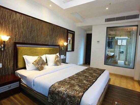 Hotel Tigers Roare': ELITE HONEY MOON ROOM