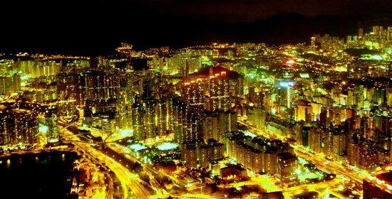 โรงแรมเดอะริทซ์คาร์ตัน ฮ่องกง: The amazing view of the city from room