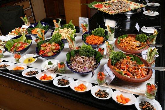 โรงแรมโกคูแลม พาร์ค: Periyar- The buffet restaurant