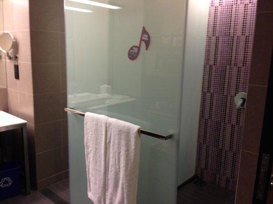 อลอฟต์ กัวลาลัมเปอร์ เซนทรัล: Spacious bathroom