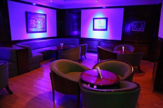 โรงแรมโกคูแลม พาร์ค: Lobby level sports bar