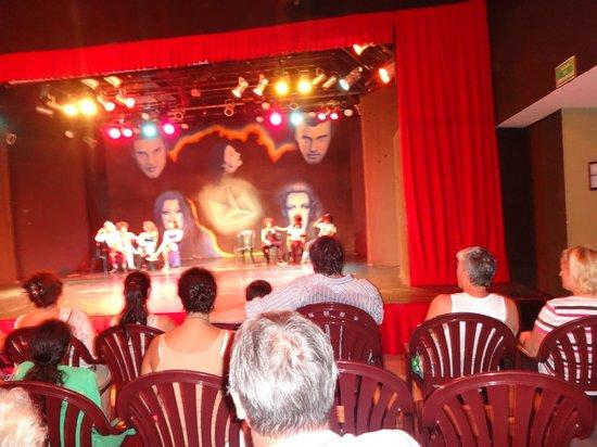 Viva Wyndham Azteca: Teatro donde hacen los show (calor)