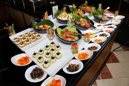 โรงแรมโกคูแลม พาร์ค: Buffet spread