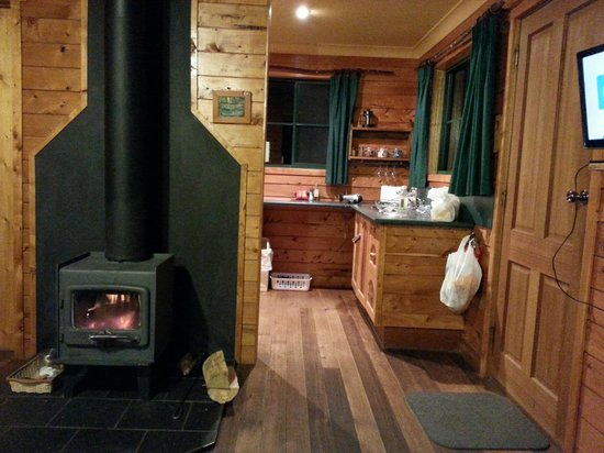 Cradle Mountain Highlanders Cottages: Fully equipped kitchen