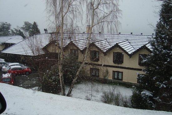 La Posada Hosteria & Spa: techos llenos de nieve en setiembre