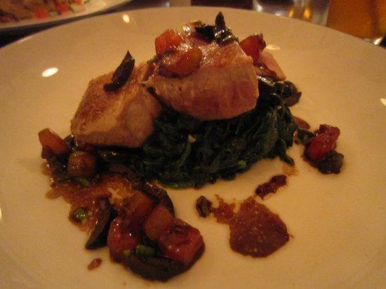 Lucca: Tuna Steak