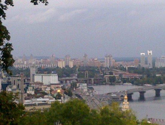 Sunflower B&B Hotel: Vista della città dal parco