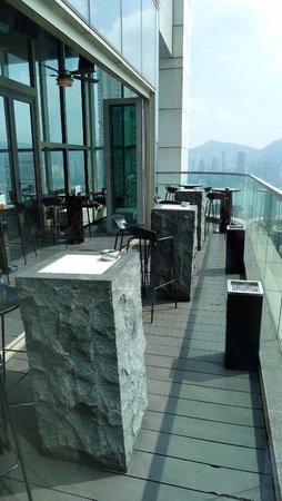 Wooloomooloo Prime (Tsim Sha Tsui): Lovely bar (outdoor) area at Wooloomooloo Prime