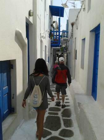 Glam Mykonos: lost in alley