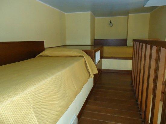 Hotel Santa Lucia: Soppalco camera quadrupla