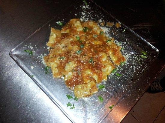Casavecchia La Cucina Italiana: Ravioli di Carne fatti a mano in Salsa Rosa
