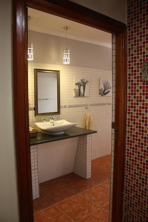 Lookout Lodge: bathroom