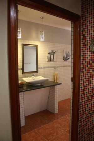 Lookout Lodge: bathroom