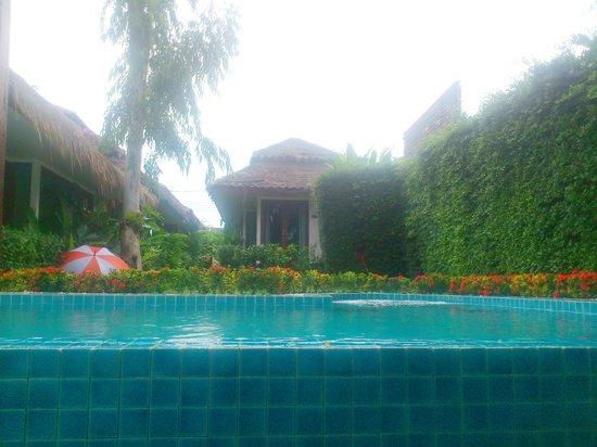 เดอะ โบราโบร่าเบ้ดแอนด์ดรีม: swimming pool