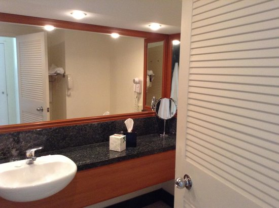 Pullman Cairns International: Bathroom