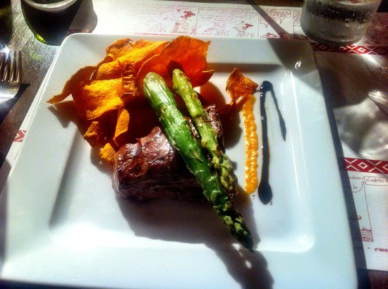 Pampero: Fillet steak with sweet potato crisps & asparagus
