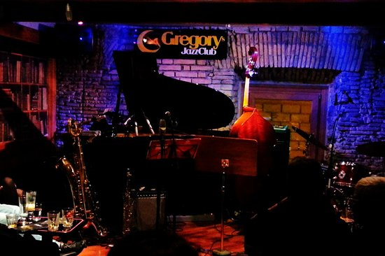 Gregory's Jazz Club: Front row seats