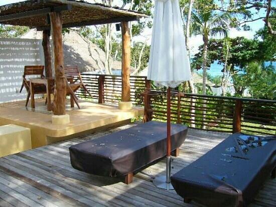โรงแรมปารดี: open air deck