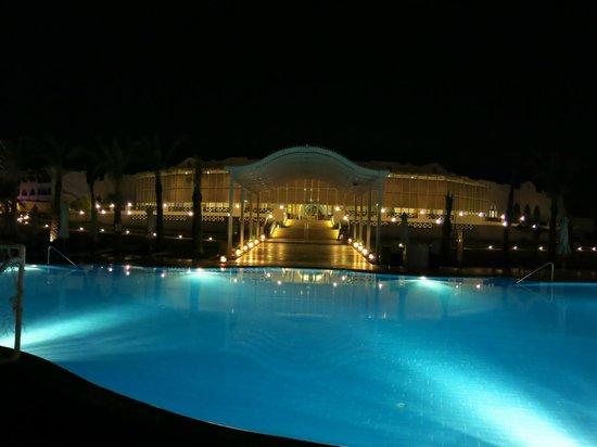 ฮิลตันมาซาอลัมนูเบียนรีสอร์ท: Pool at night