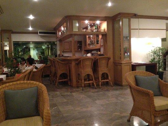 The Tarntawan Hotel Surawong Bangkok: Bar area