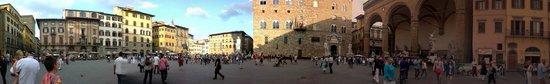 ปิเอซ่า เดลลา ซินญอเรีย: Panorama of the piazza.