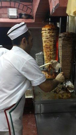 Kholood Restaurant& Cafe: Gazi usta