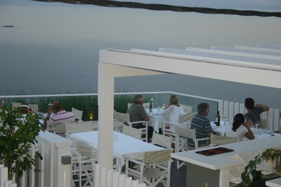 Agnanti Restaurant: VIEW OVER THE AEGEAN