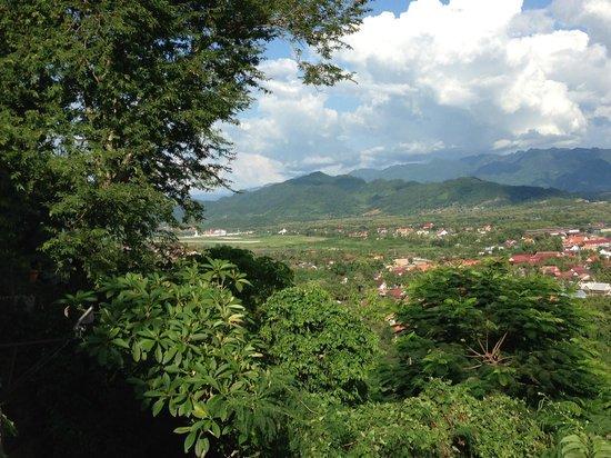 Mount Phousi: 王宮博物館と反対側の景色