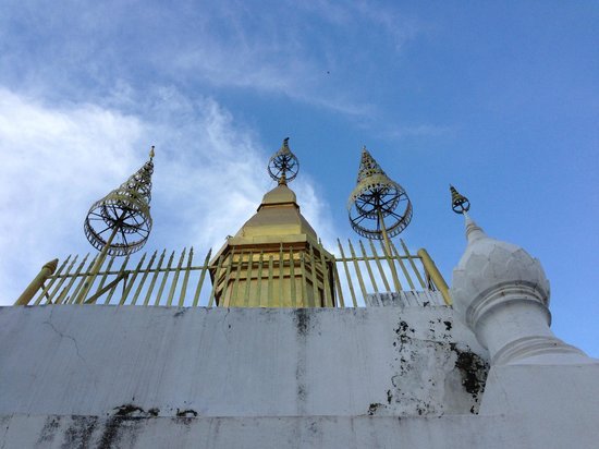 Mount Phousi: プーシーの丘上の仏塔