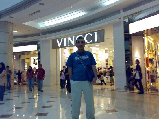 หอคอยกัวลาลัมเปอร์: Twin Tower shopping mall first floor