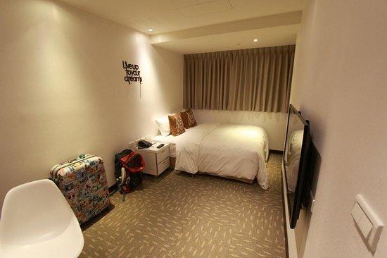 Via Hotel Loft: Room