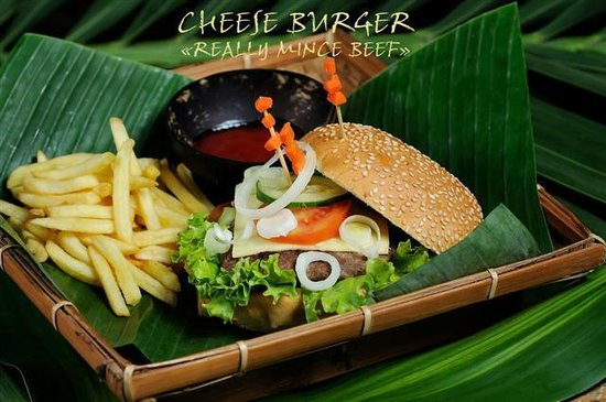 La Plage: CHEESE BURGER - REALLY MINCE BEEF