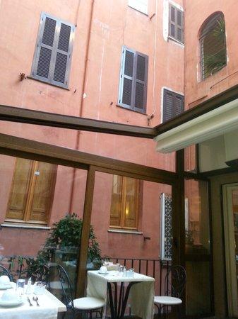 Hotel Piazza di Spagna : breakfast terrace