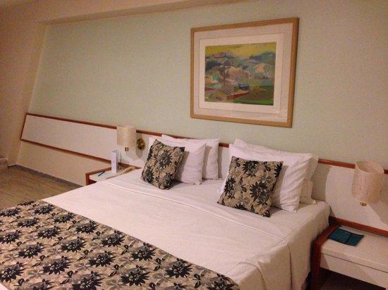 Blue Tree Towers Rio Poty Teresina: Quarto velho e mal decorado, mas com cama confortável