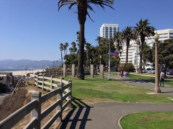 Palisades Park : An ambulatory place for breathing and contemplating